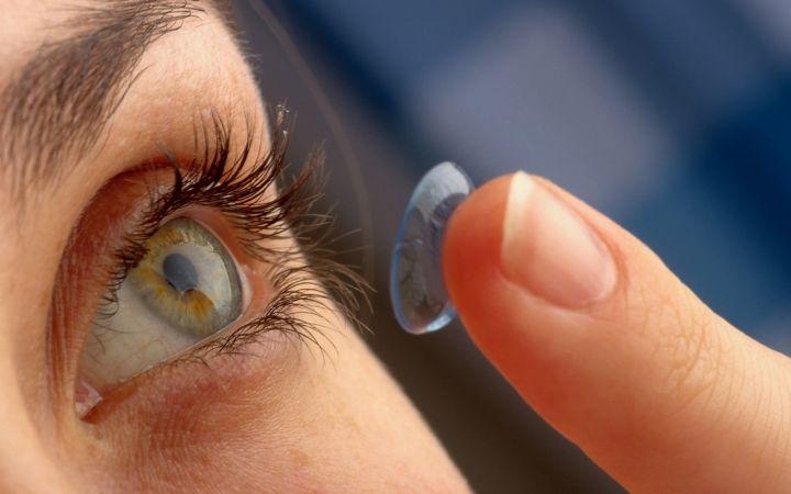 Ar kontaktinius lęšius gali nešioti visi žmonės?