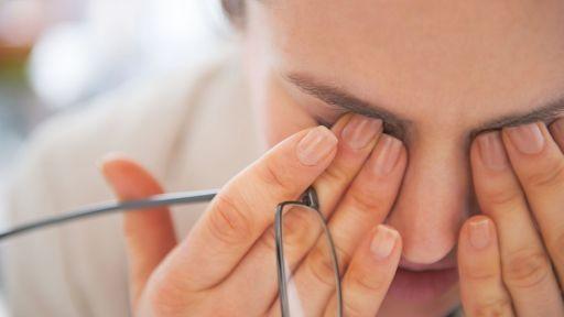 Akių skausmas: priežastys, simptomai ir gydymo būdai