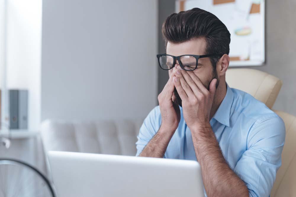 Darbas kompiuteriu: patarimai, padėsiantys sumažinti akių įtampą