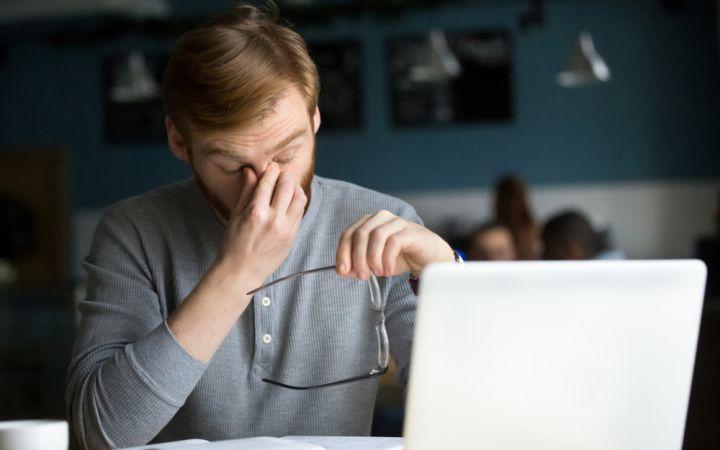 Akių nuovargis, atsiradęs dėl išmaniųjų įrenginių. Ar galime jo išvengti?