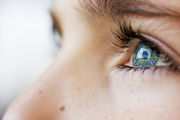Kodėl regos korekcija gali būti geresnis pasirinkimas už kontaktinius lęšius?