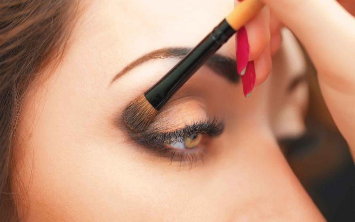 Kaip naudoti makiažo priemones, kad nepakenktumėte savo akims?